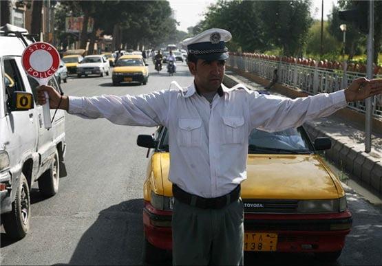 پولیس ترافیک - لت و کوب یک پولیس ترافیک توسط پسر عضو پیشین ولسی جرگه