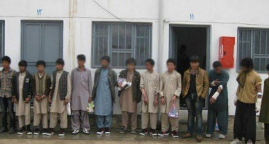 کودک افغان 550x295 - افشاگری تکان دهنده از قاچاق کودکان سرپل به پاکستان