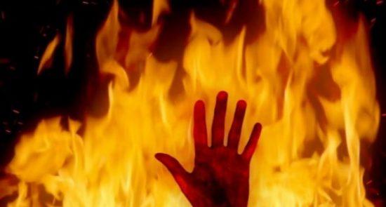 آتش 550x295 - آتش زدن سه نظامی عراقی غیرمسلح توسط گروه تروریستی داعش