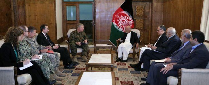 اشرف غنی مک کینزی - بررسی امنیت انتخابات در دیدار رییسجمهور غنی با جنرال مک کینزی