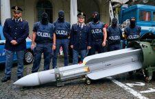 ایتالیا راکت 2 226x145 - تصاویر/ کشف راکت و تسلیحات جنگی در یک خانه در ایتالیا