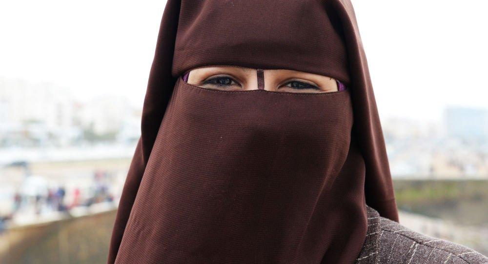برقع - آغاز اجرای قانون ممنوعیت برقع در هالند