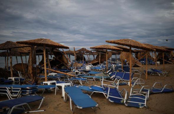 توفان یونان4 - تصاویر/ 100 کشته و زخمی در نتیجه وقوع توفان در یونان