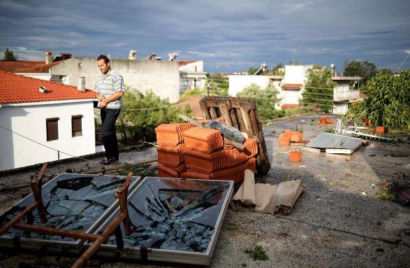 توفان یونان6 - تصاویر/ 100 کشته و زخمی در نتیجه وقوع توفان در یونان