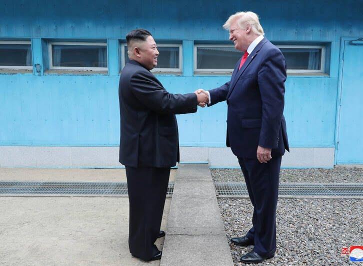 دونالد ترمپ کیم جونگ اون 4 - تصاویر/ دیدار رییسجمهوری امریکا با رهبر کوریای شمالی
