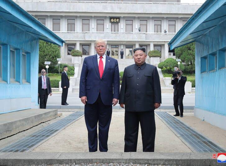 دونالد ترمپ کیم جونگ اون 5 - تصاویر/ دیدار رییسجمهوری امریکا با رهبر کوریای شمالی