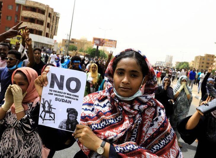 سودان1 - تصاویر/ صحنه هایی از مظاهره هزاران سودانی