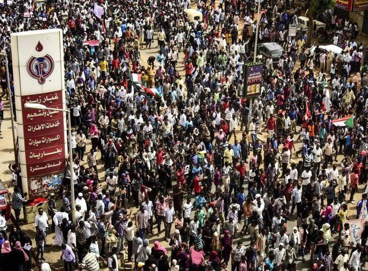 سودان2 - تصاویر/ صحنه هایی از مظاهره هزاران سودانی