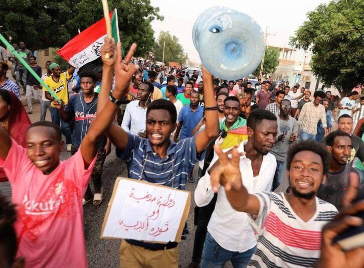 سودان3 - تصاویر/ صحنه هایی از مظاهره هزاران سودانی