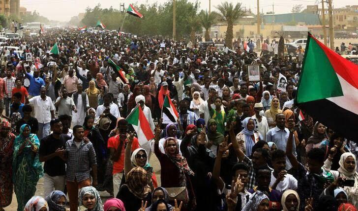سودان4 - تصاویر/ صحنه هایی از مظاهره هزاران سودانی
