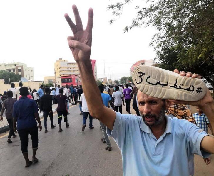 سودان5 - تصاویر/ صحنه هایی از مظاهره هزاران سودانی