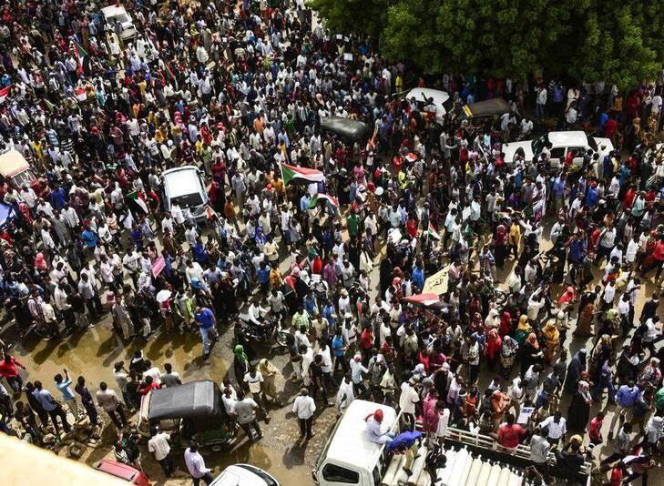 سودان6 - تصاویر/ صحنه هایی از مظاهره هزاران سودانی
