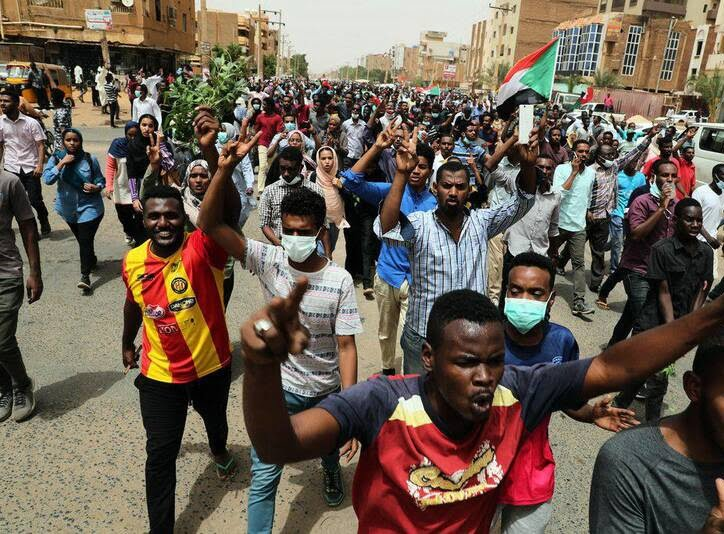 سودان7 - تصاویر/ صحنه هایی از مظاهره هزاران سودانی
