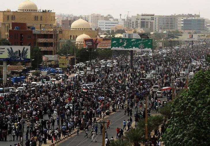 سودان8 - تصاویر/ صحنه هایی از مظاهره هزاران سودانی