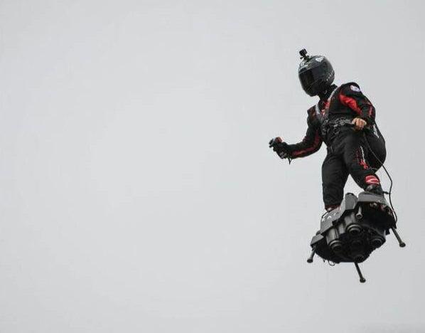 عسکر پرواز 1 - تصاویر/ عسکری که پرواز می کند