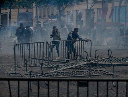 فرانسه تظاهرات10 - تصاویر/ آشوب در پاریس همزمان با روز استقلال فرانسه
