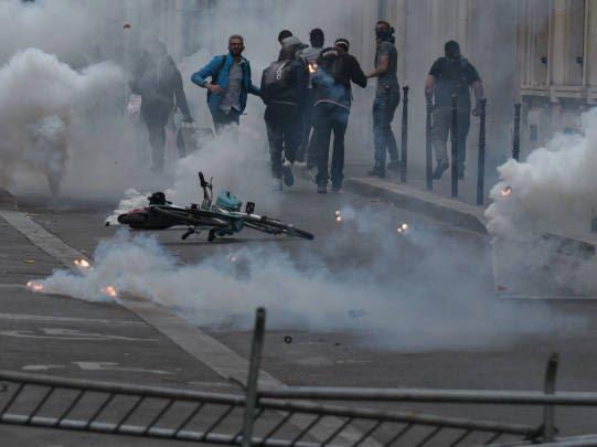 فرانسه تظاهرات11 - تصاویر/ آشوب در پاریس همزمان با روز استقلال فرانسه