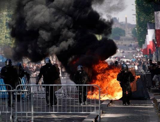 فرانسه تظاهرات3 - تصاویر/ آشوب در پاریس همزمان با روز استقلال فرانسه