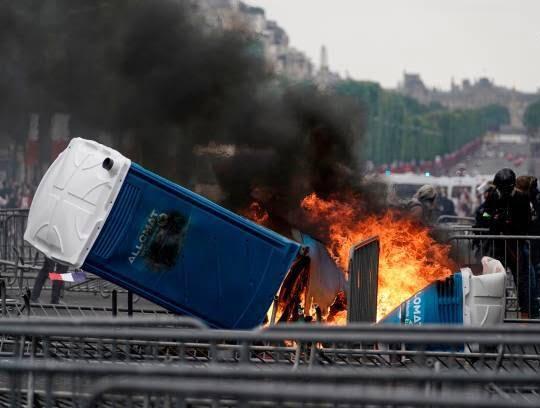 فرانسه تظاهرات4 - تصاویر/ آشوب در پاریس همزمان با روز استقلال فرانسه