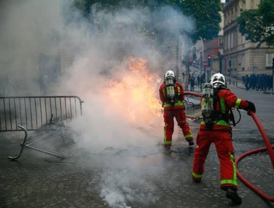 فرانسه تظاهرات5 - تصاویر/ آشوب در پاریس همزمان با روز استقلال فرانسه