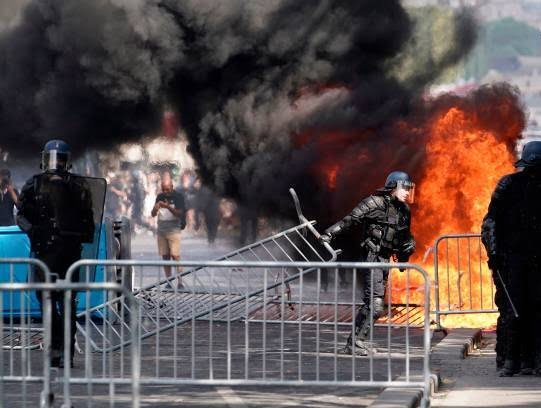فرانسه تظاهرات6 - تصاویر/ آشوب در پاریس همزمان با روز استقلال فرانسه