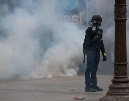 فرانسه تظاهرات7 - تصاویر/ آشوب در پاریس همزمان با روز استقلال فرانسه