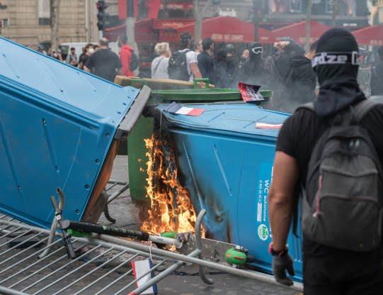 فرانسه تظاهرات8 - تصاویر/ آشوب در پاریس همزمان با روز استقلال فرانسه