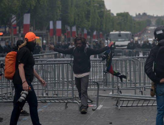 فرانسه تظاهرات9 - تصاویر/ آشوب در پاریس همزمان با روز استقلال فرانسه