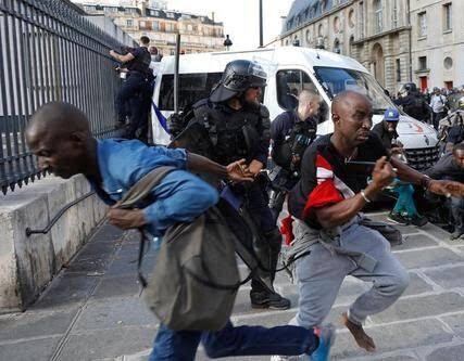 فرانسه3 - تصاویر/ لت و کوب مهاجرین توسط پولیس فرانسه