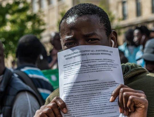 فرانسه4 - تصاویر/ لت و کوب مهاجرین توسط پولیس فرانسه