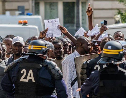 فرانسه5 - تصاویر/ لت و کوب مهاجرین توسط پولیس فرانسه