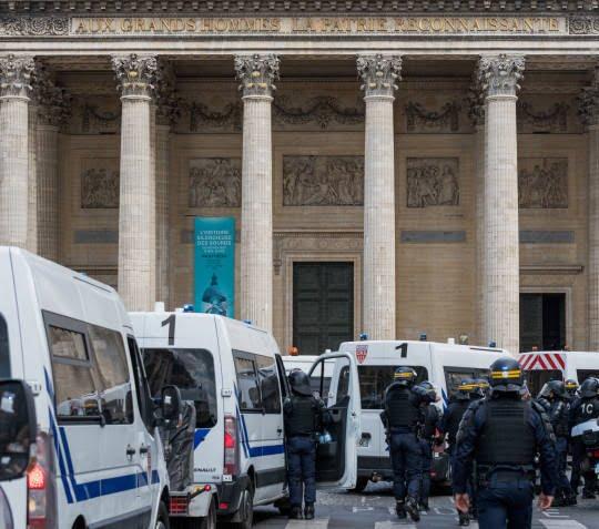 فرانسه7 - تصاویر/ لت و کوب مهاجرین توسط پولیس فرانسه