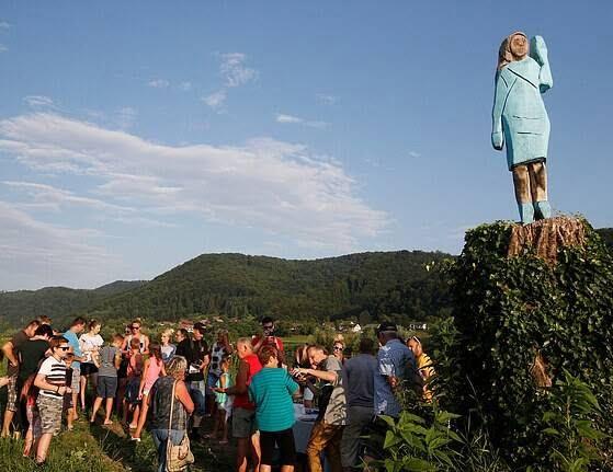 مجسمه ملانیا ترمپ 1 - تصاویر/ مجسمه ای عجیب از ملانیا ترمپ