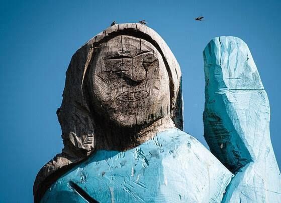 مجسمه ملانیا ترمپ 4 - تصاویر/ مجسمه ای عجیب از ملانیا ترمپ