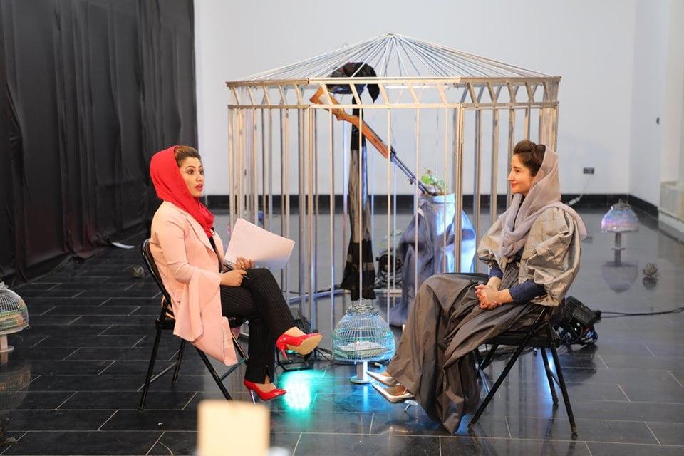 نمایشگاه چادری مقابل لنگی 10 - تصاویر/ برگزاری نمایشگاه جنجالی چادری مقابل لنگی در کابل