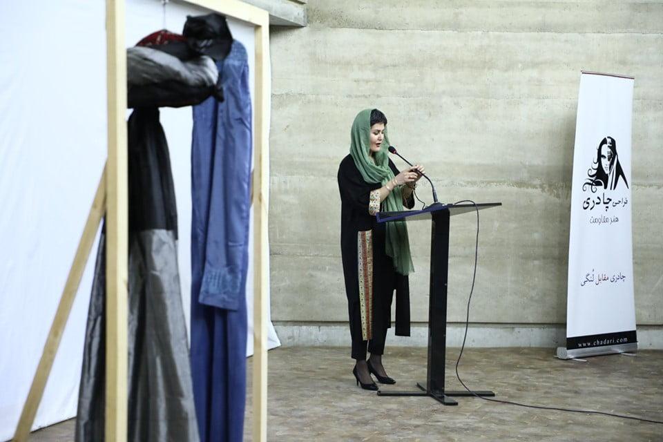 نمایشگاه چادری مقابل لنگی 11 - تصاویر/ برگزاری نمایشگاه جنجالی چادری مقابل لنگی در کابل