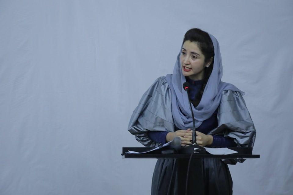 نمایشگاه چادری مقابل لنگی 13 - تصاویر/ برگزاری نمایشگاه جنجالی چادری مقابل لنگی در کابل