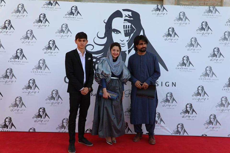 نمایشگاه چادری مقابل لنگی 16 - تصاویر/ برگزاری نمایشگاه جنجالی چادری مقابل لنگی در کابل