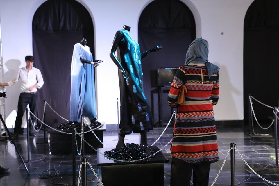 نمایشگاه چادری مقابل لنگی 21 - تصاویر/ برگزاری نمایشگاه جنجالی چادری مقابل لنگی در کابل