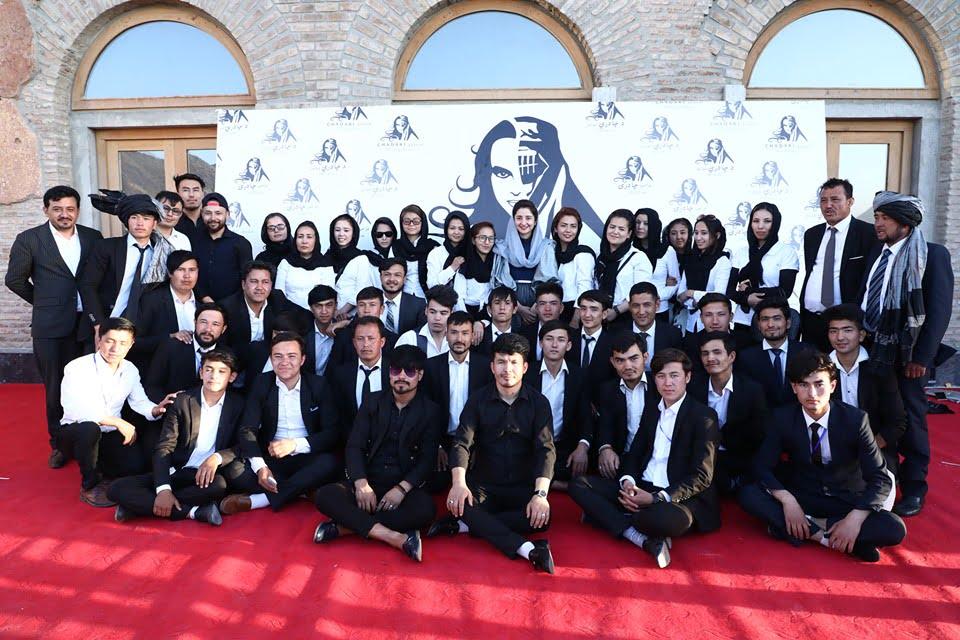 نمایشگاه چادری مقابل لنگی 22 - تصاویر/ برگزاری نمایشگاه جنجالی چادری مقابل لنگی در کابل