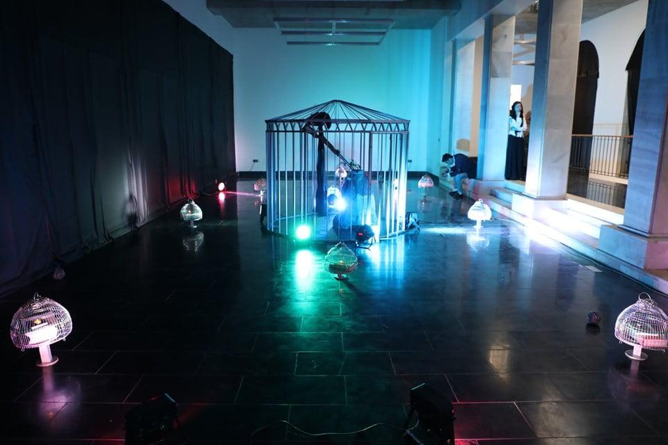 نمایشگاه چادری مقابل لنگی 24 - تصاویر/ برگزاری نمایشگاه جنجالی چادری مقابل لنگی در کابل