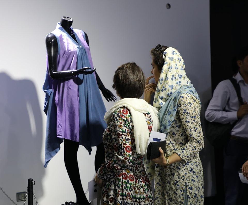 نمایشگاه چادری مقابل لنگی 25 - تصاویر/ برگزاری نمایشگاه جنجالی چادری مقابل لنگی در کابل