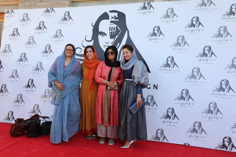 نمایشگاه چادری مقابل لنگی 3 - تصاویر/ برگزاری نمایشگاه جنجالی چادری مقابل لنگی در کابل