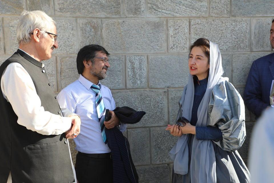 نمایشگاه چادری مقابل لنگی 4 - تصاویر/ برگزاری نمایشگاه جنجالی چادری مقابل لنگی در کابل