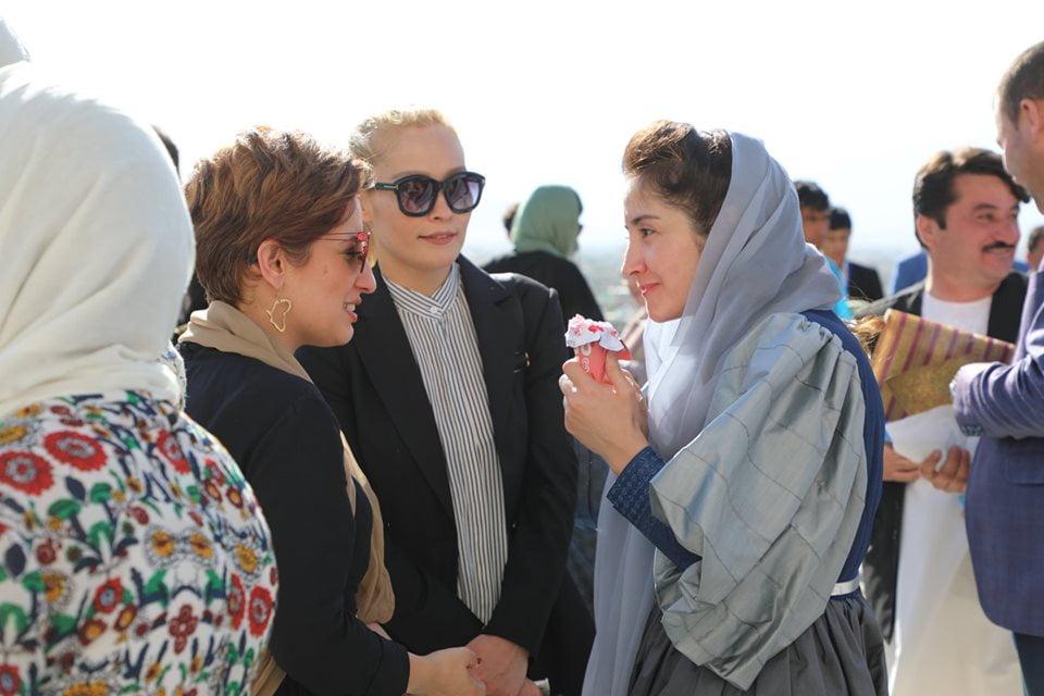 نمایشگاه چادری مقابل لنگی 6 - تصاویر/ برگزاری نمایشگاه جنجالی چادری مقابل لنگی در کابل