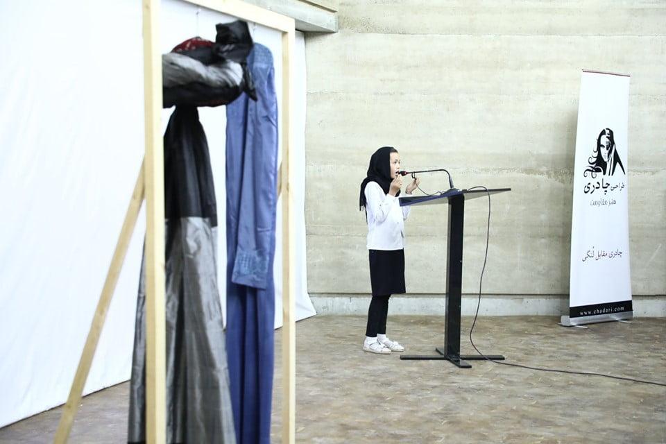 نمایشگاه چادری مقابل لنگی 9 - تصاویر/ برگزاری نمایشگاه جنجالی چادری مقابل لنگی در کابل