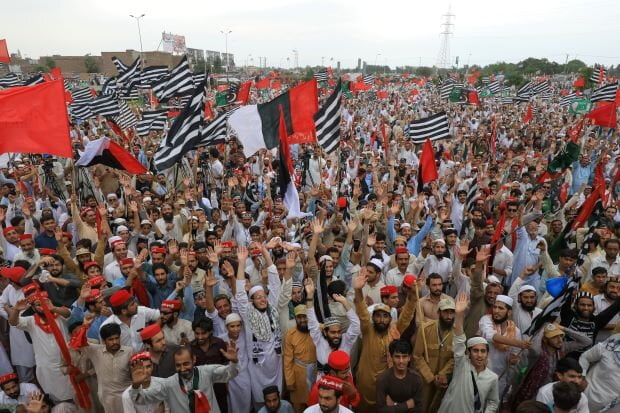 پاکستان تظاهرات - برپایی تظاهرات علیه عمران خان در پاکستان