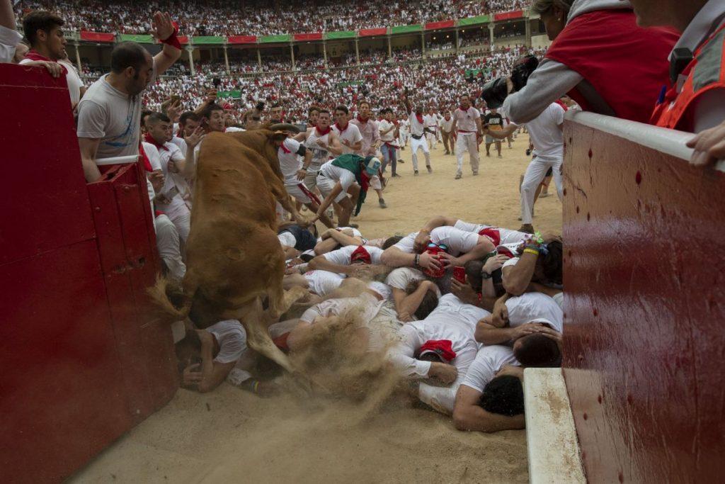 گاوبازی12 1024x683 - تصاویر/ جشنواره خونین گاوبازی در هسپانیا