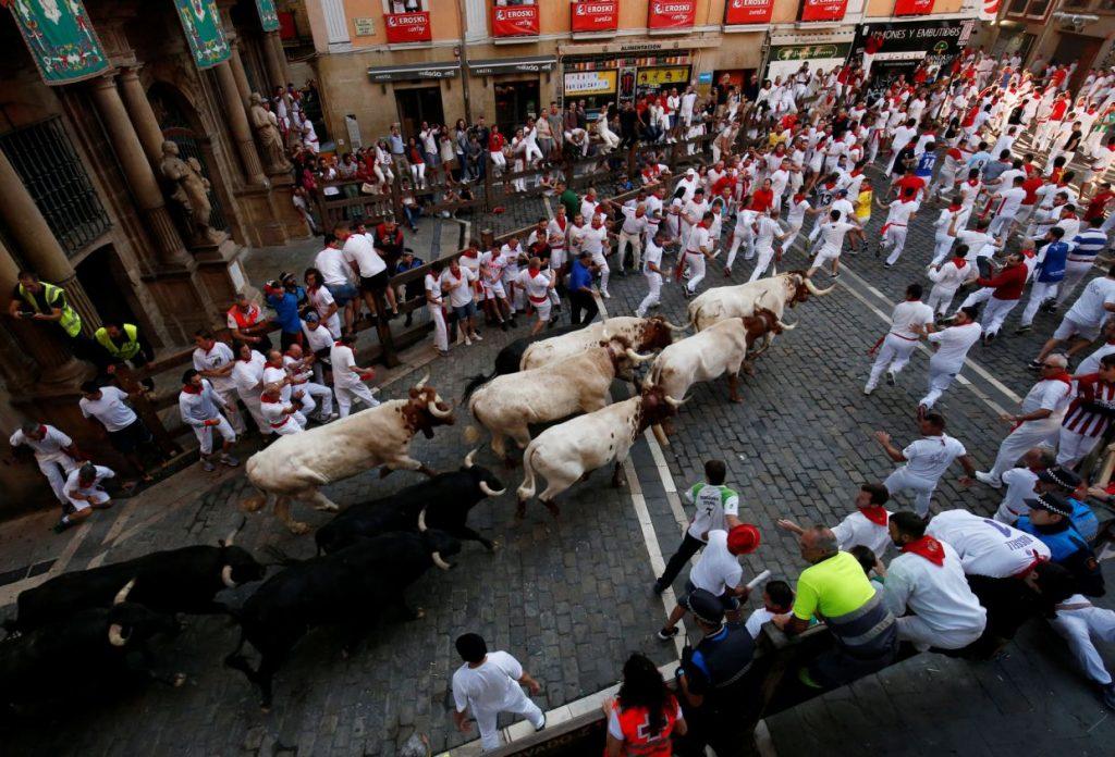 گاوبازی7 1024x696 - تصاویر/ جشنواره خونین گاوبازی در هسپانیا