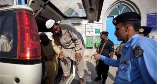 افغان 550x295 - دستگیر شدن دهها باشنده افغان در پاکستان